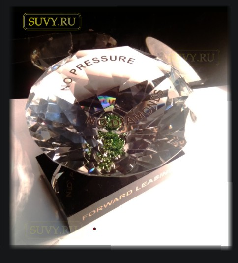 VIP сувенир - бриллиант из стекла на потдставке