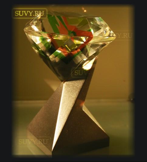 Бриллиант из стекла на подставке. Корпоративный сувенир