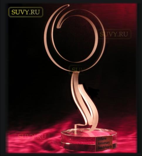 Очень красивая статуэтка-логотип из стекла созданная для компании Oriflame
