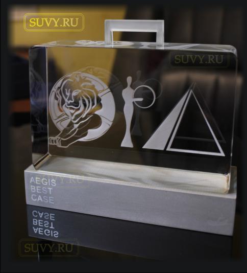 Сувенир из стекла и металла