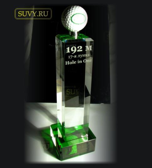 Статуэтка для гольфиста. Мяч для гольфа на красивой подставке