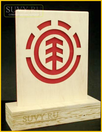 Сувенир из дерева с логотипом