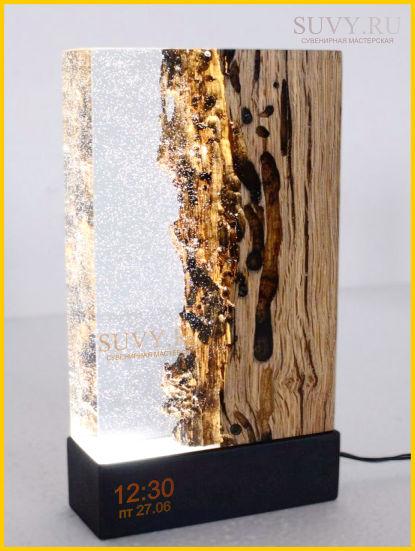Оригинальный подарок из дерева с электронными часами