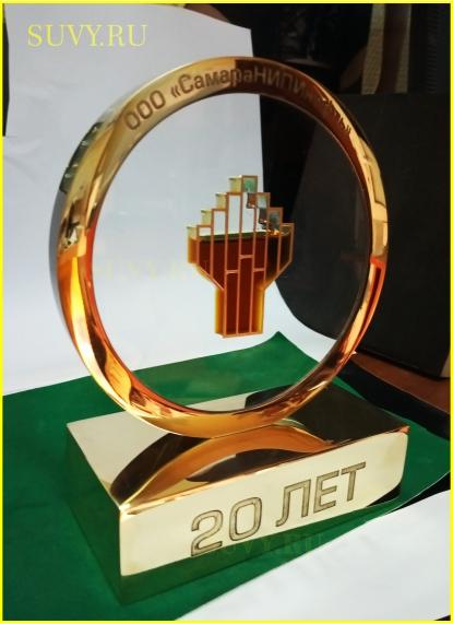 VIP-подарок из металла и стекла с нефтью