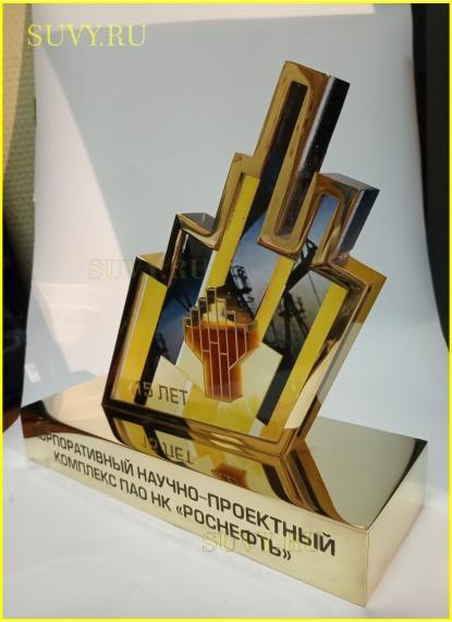 Подарок для нефтяников. Эксклюзивный сувенир с нефтью внутри логотипа