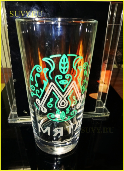 Цветная гравировка на стакане. Сделано для ресторана Мята