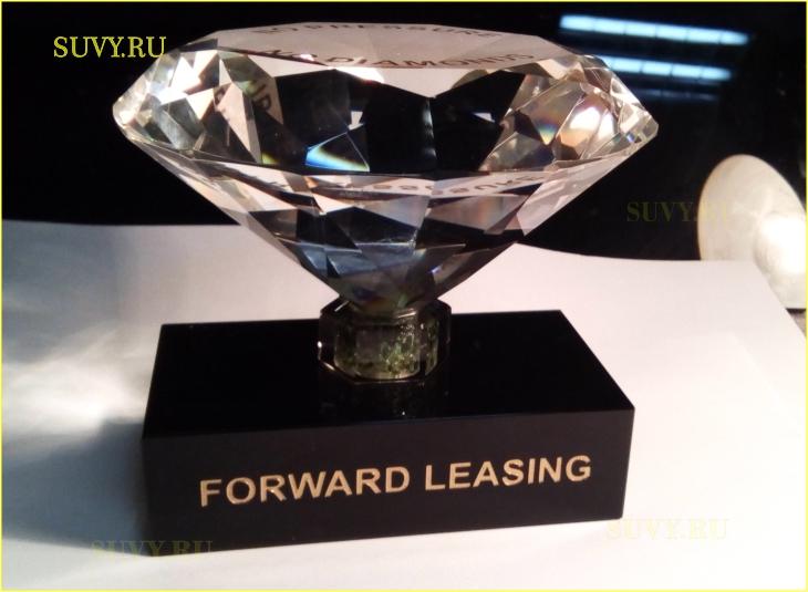 Элегантный бриллиант на подставке