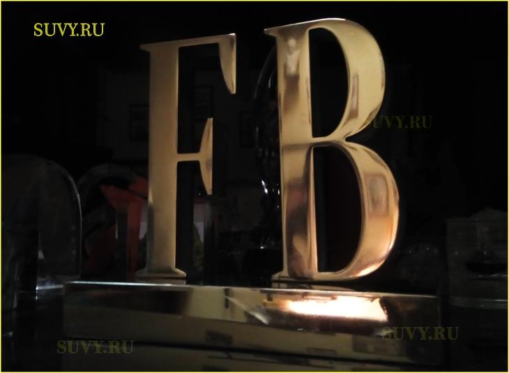 Статуэтка из металла для награждения победителей премии журнала FB