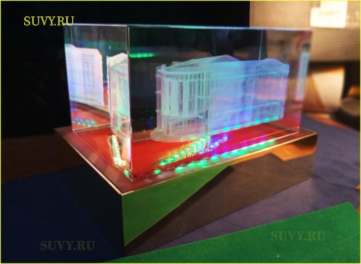 Трехмерная гравировка в стекле. Здание с подсветкой