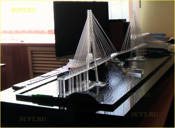 Макет моста из стекла.